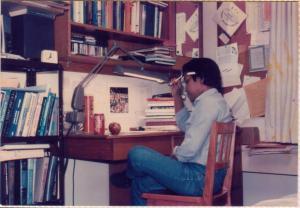 """Tri Djoko """"belajar"""" di kamar Amril di Purdue University (Mar 1987)"""